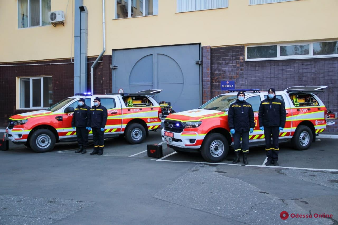 Одесским спасателям купили два современных спецавтомобиля (фото)