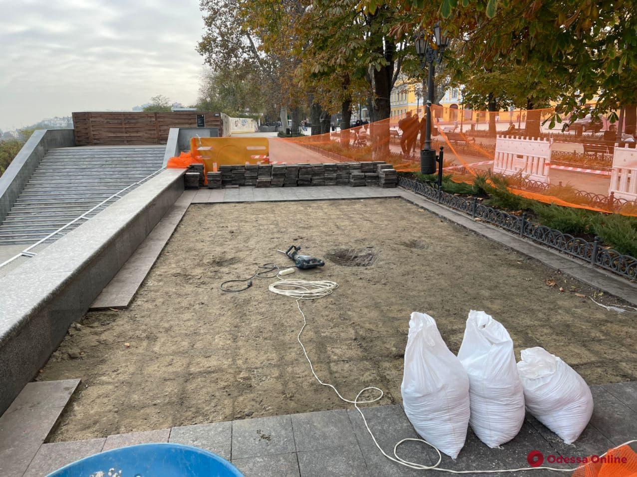 На Приморском бульваре ведутся археологические раскопки (фото)