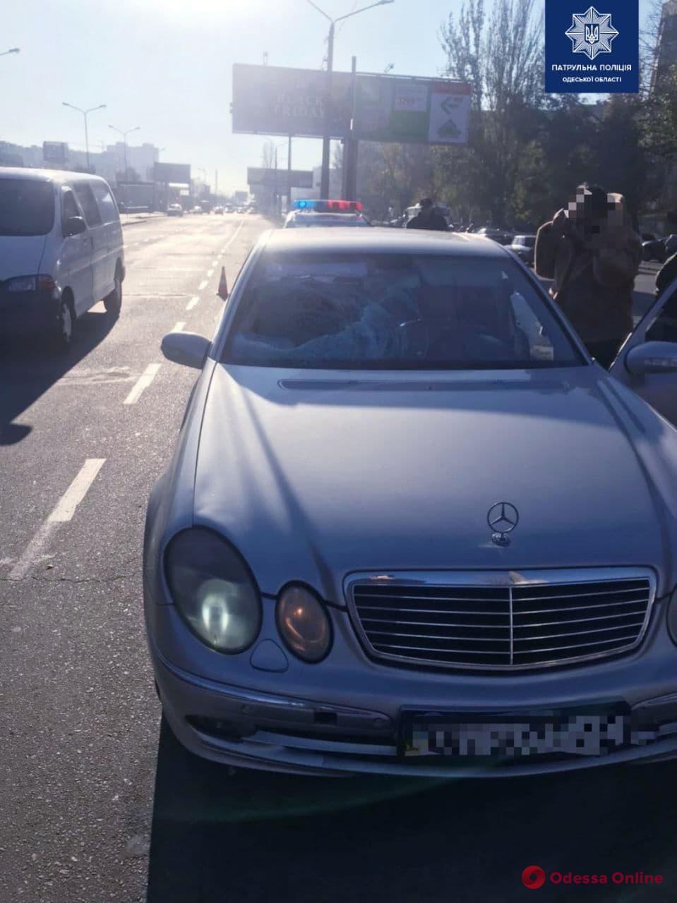 На поселке Котовского Mercedes сбил мужчину