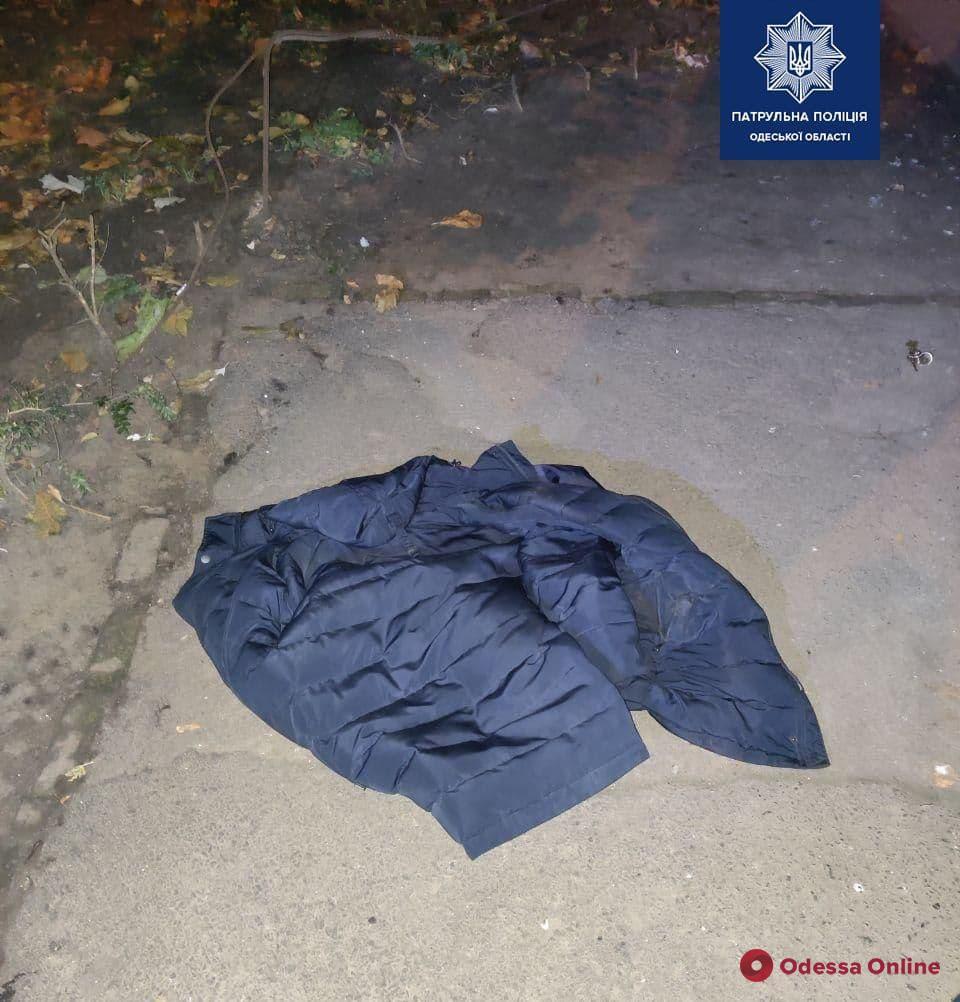 Душил и отобрал вещи: на Черемушках задержали грабителя