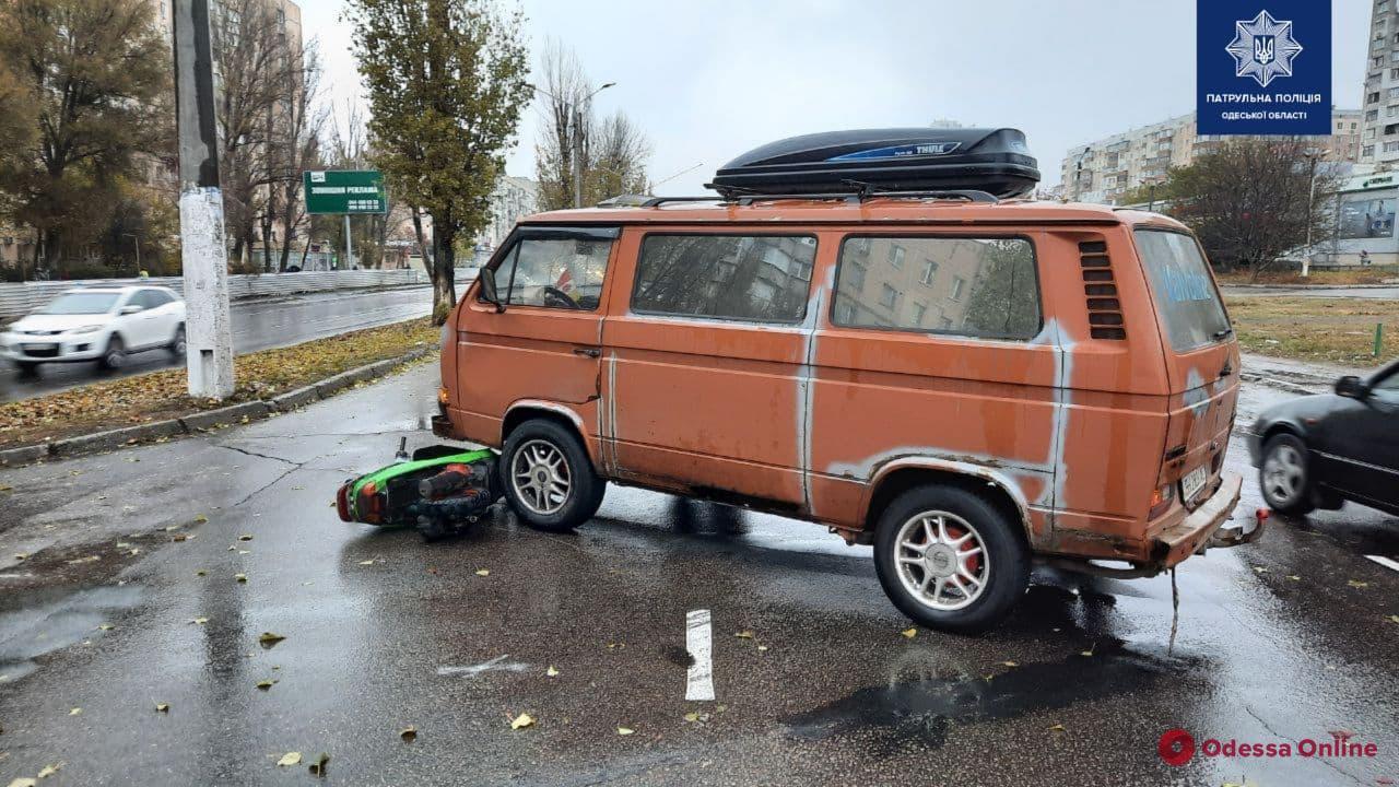 На поселке Котовского в ДТП пострадал 17-летний мопедист