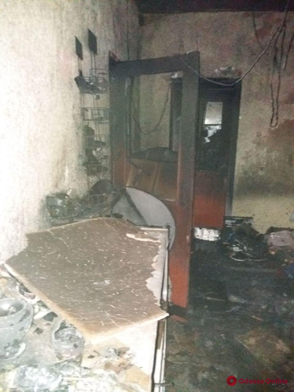 В Одесской области ночью подожгли продуктовый магазин (обновлено)