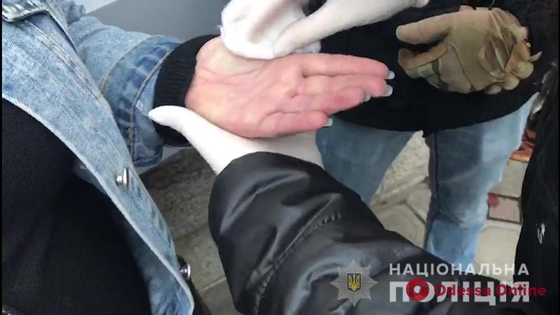 Пытались купить должность в Минобороны: в Одессе задержали киевлянку за пособничество во взятке