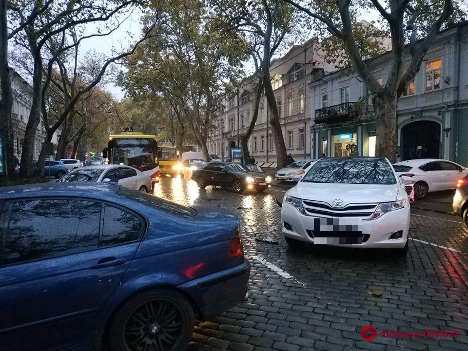 Из-за ДТП на Пушкинской образовалась пробка (фото, видео)