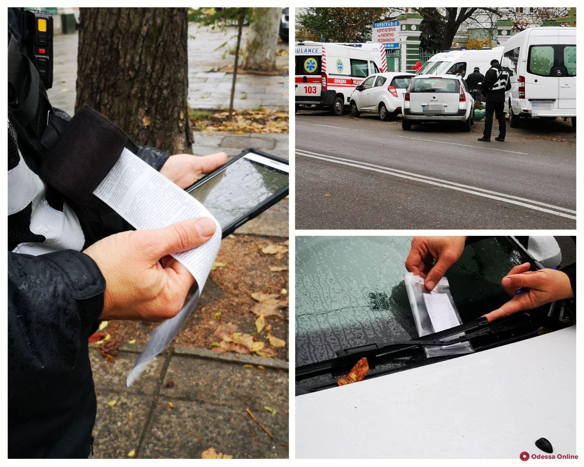 Возле больницы на Троицкой устроили рейд из-за парковки автохамов на местах для карет скорой помощи