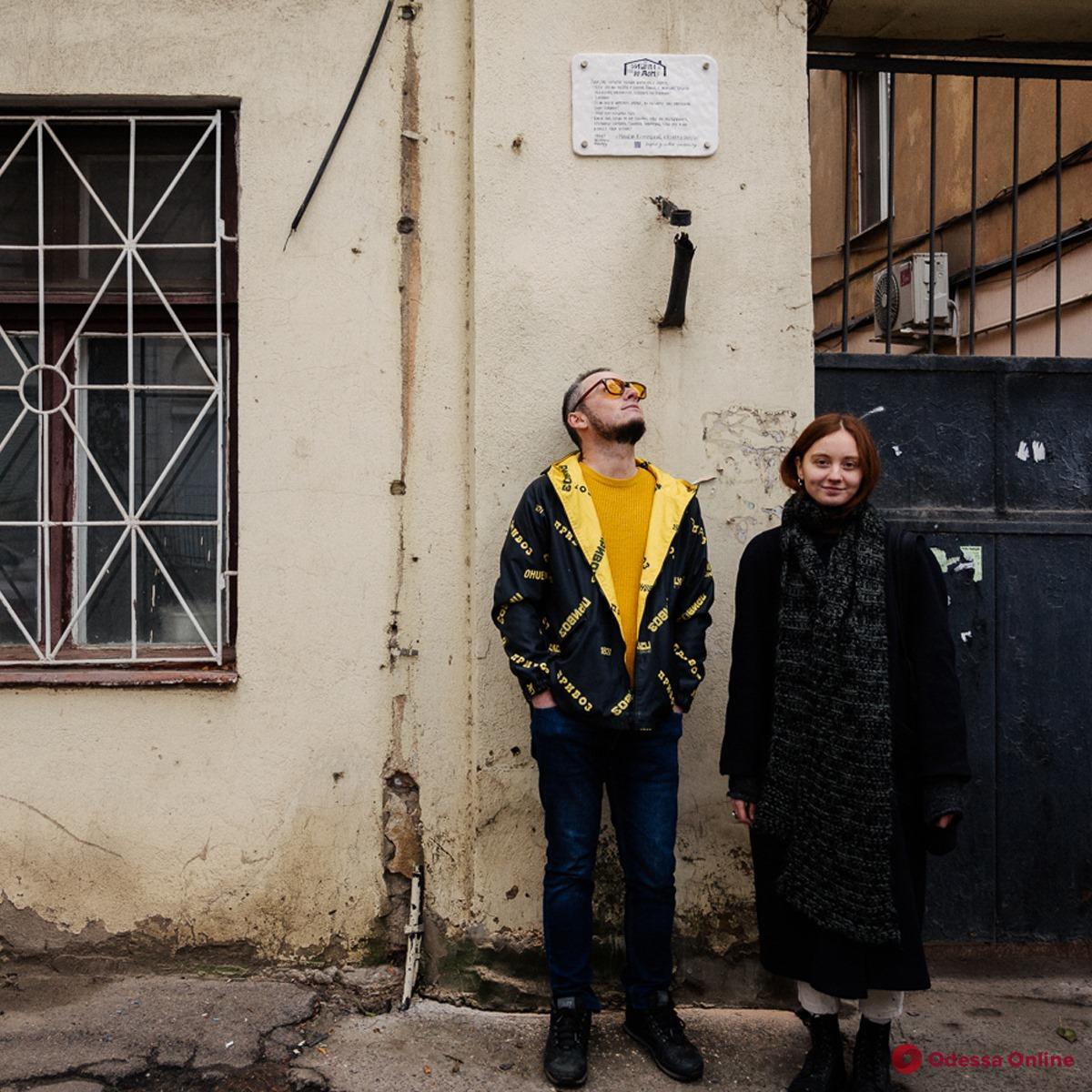 В Одессе установили таблички в память о Михаиле Жванецком с цитатами из его рассказов