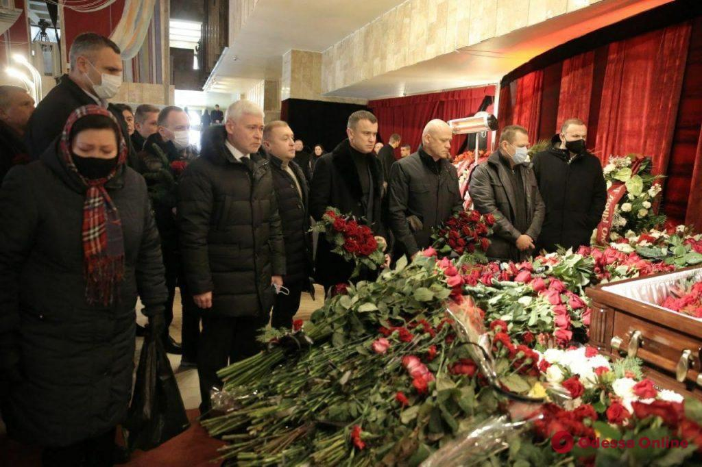 В Харькове прощаются с мэром города Геннадием Кернесом