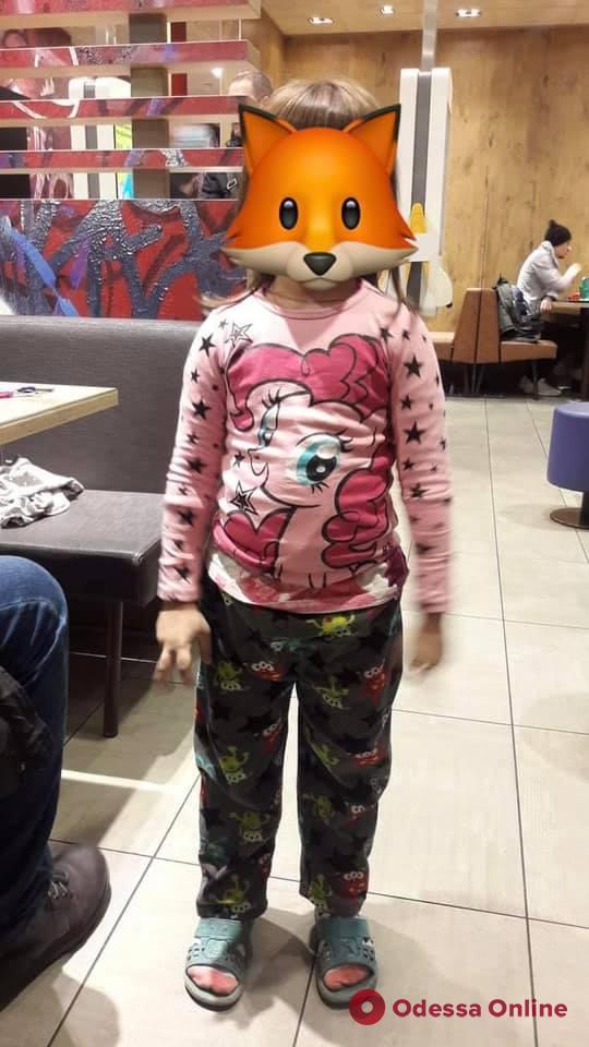 Ехала в маршрутке в пижаме и шлепках: в Одессе искали маму 6-летней девочки (обновлено)