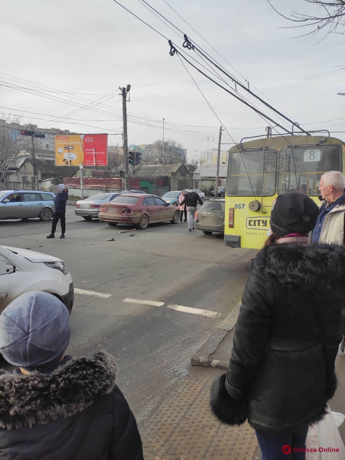 На Грушевского из-за ДТП образовалась пробка