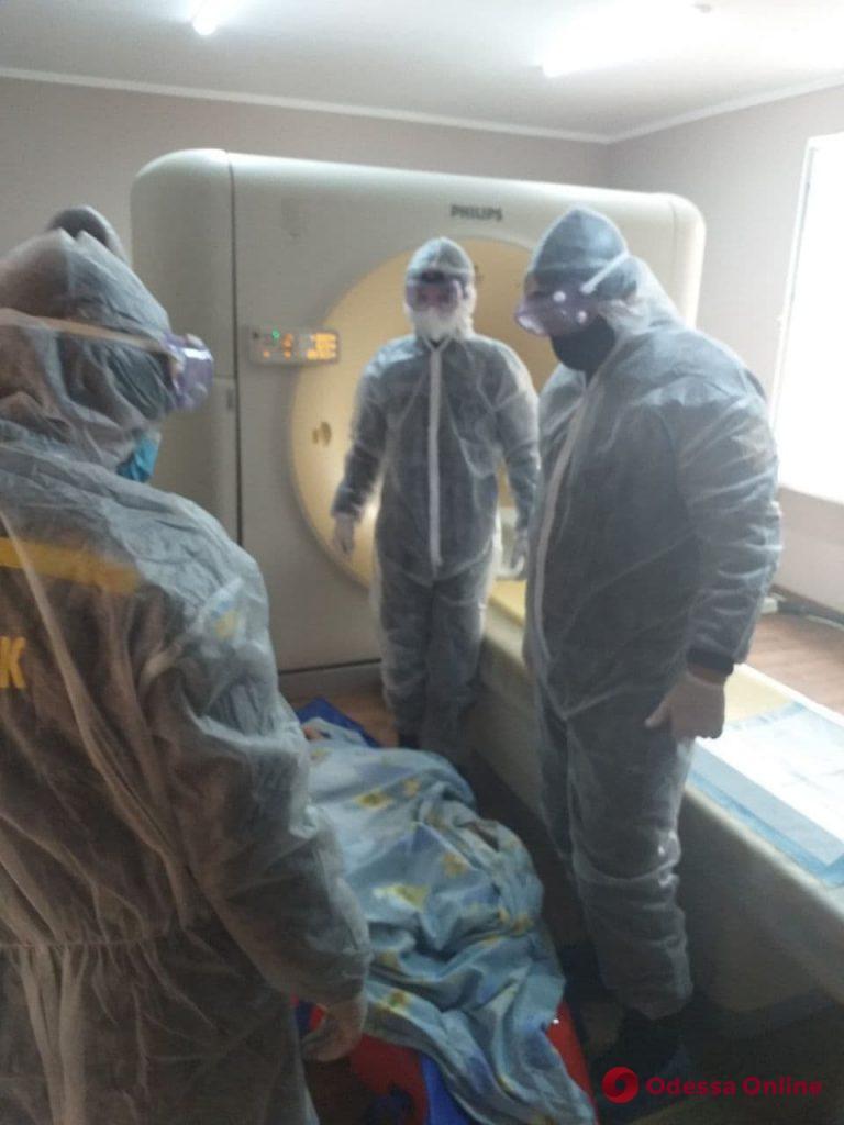 В Одесской области для транспортировки пациентки понадобилась помощь спасателей