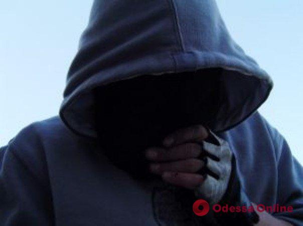 Под Одессой 17-летний парень с другом избил и ограбил харьковчанина