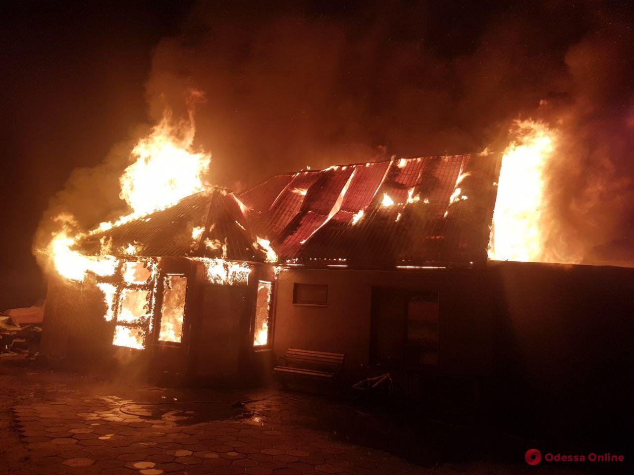 Под Одессой из-за новогодней гирлянды дотла сгорел частный дом