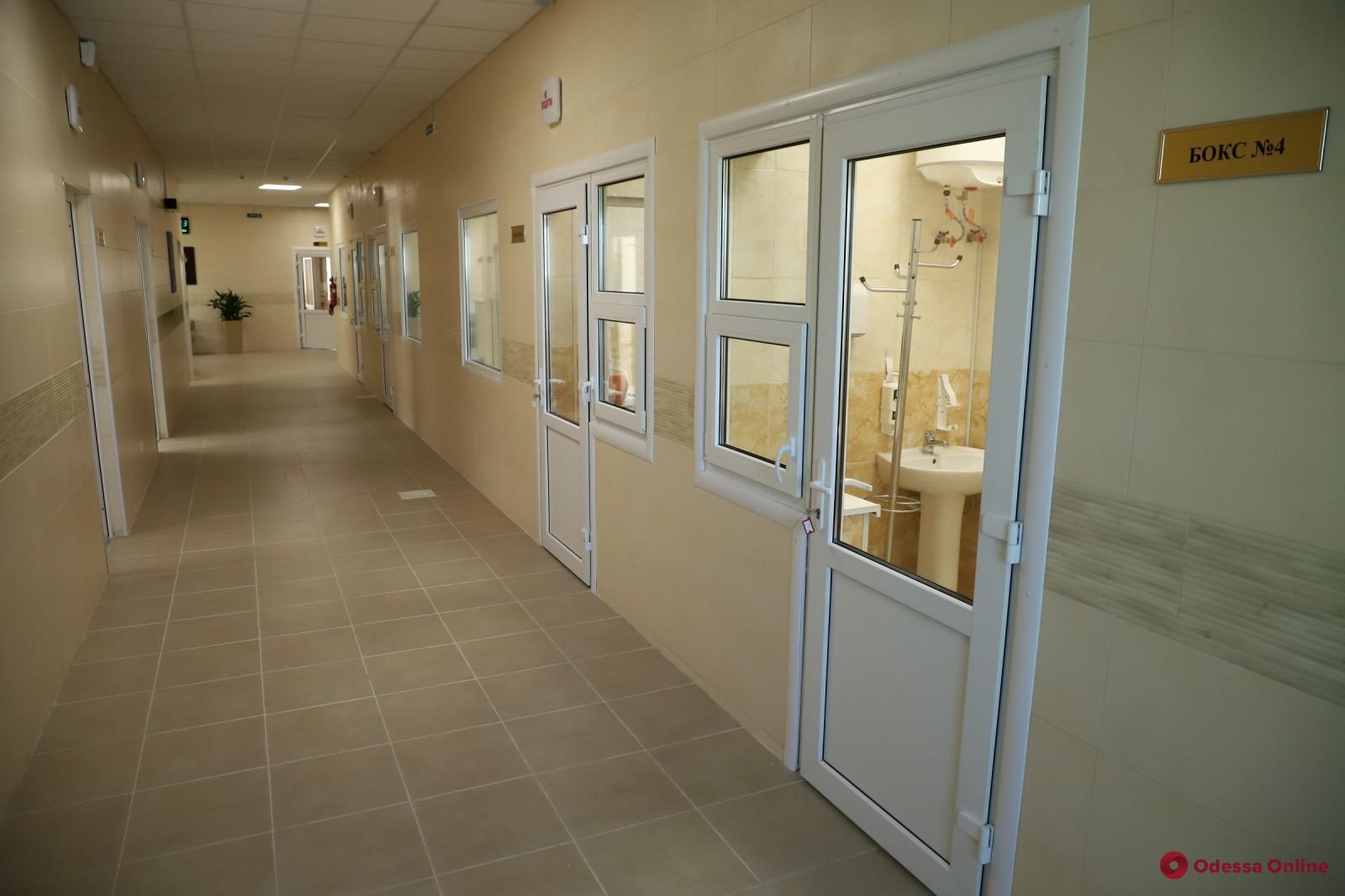 В одесской инфекционке 228 пациентов с COVID-19 находятся в тяжелом состоянии