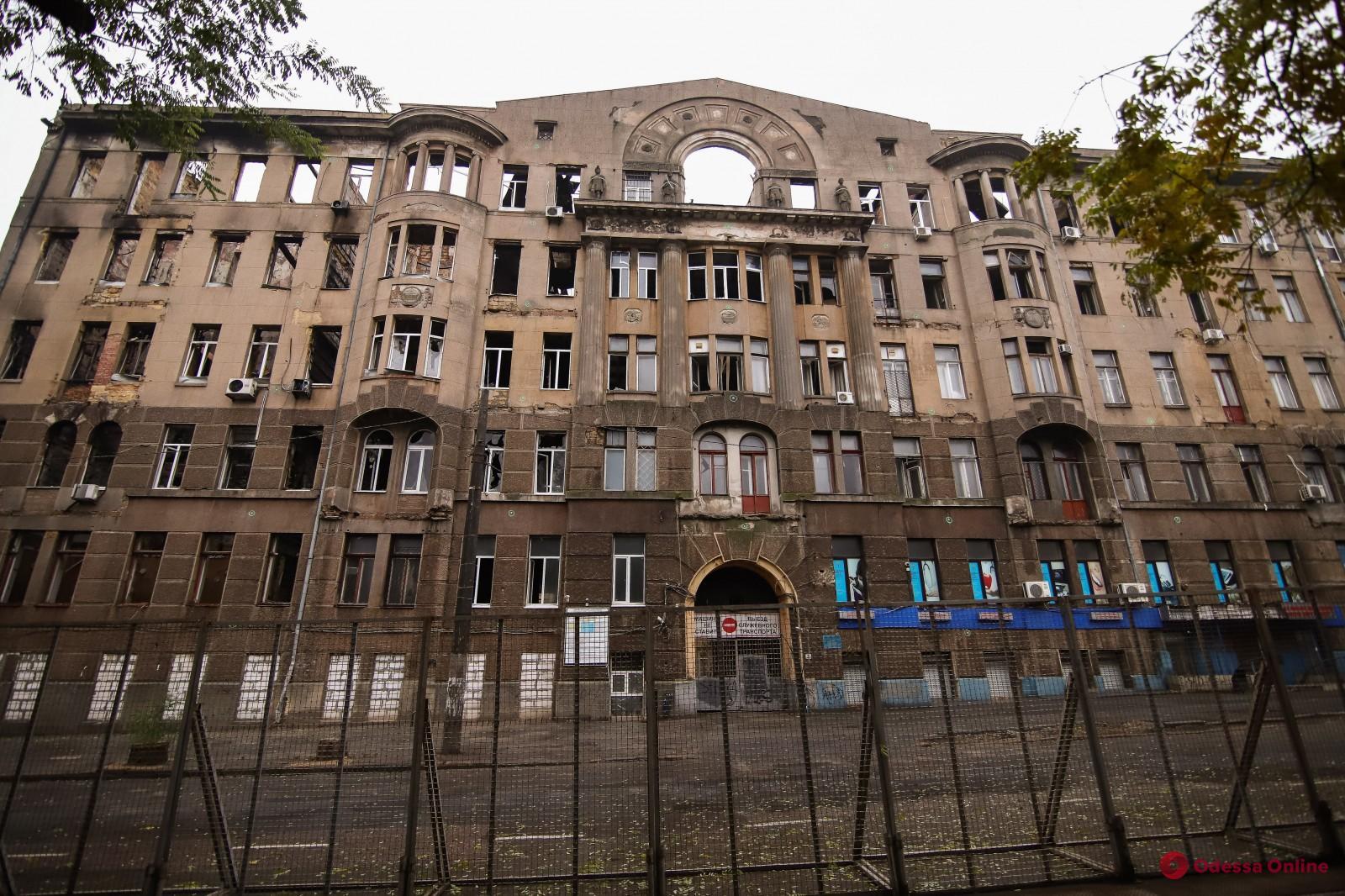 В Одессе почтили память жертв пожара в колледже на Троицкой