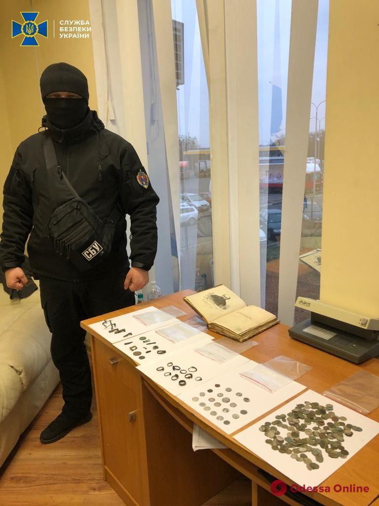 Контрабандист пытался вывезти из Украины прижизненное издание «Кобзаря» Шевченко