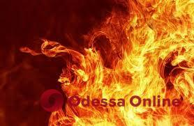 На Таирова горела теплотрасса — пострадала женщина