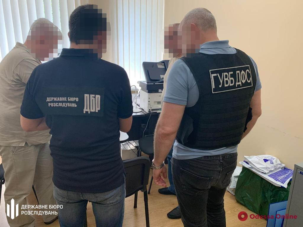 Дело об угоне семи авто: в Одесской области таможенник пойдет под суд за халатность