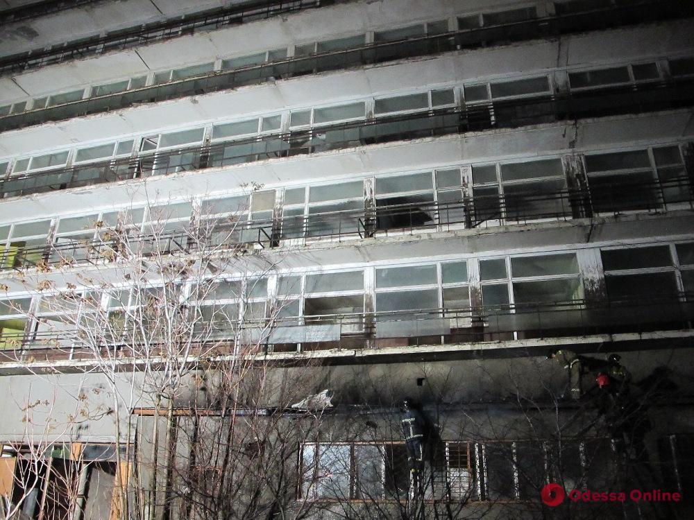 Одесса: в санатории Пирогова горело помещение бывшего магазина