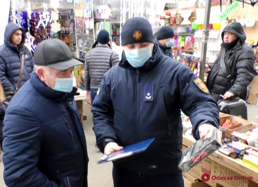 Одесские спасатели проверяют правила продажи пиротехники