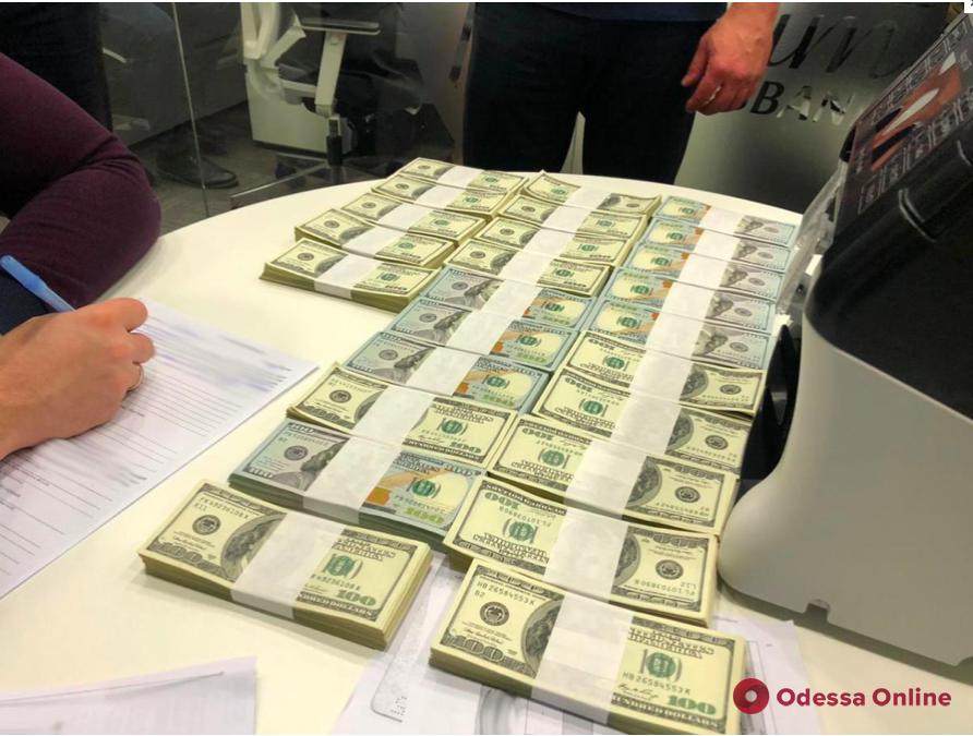Руководитель Черноморского порта попался на взятке в 250 тысяч долларов
