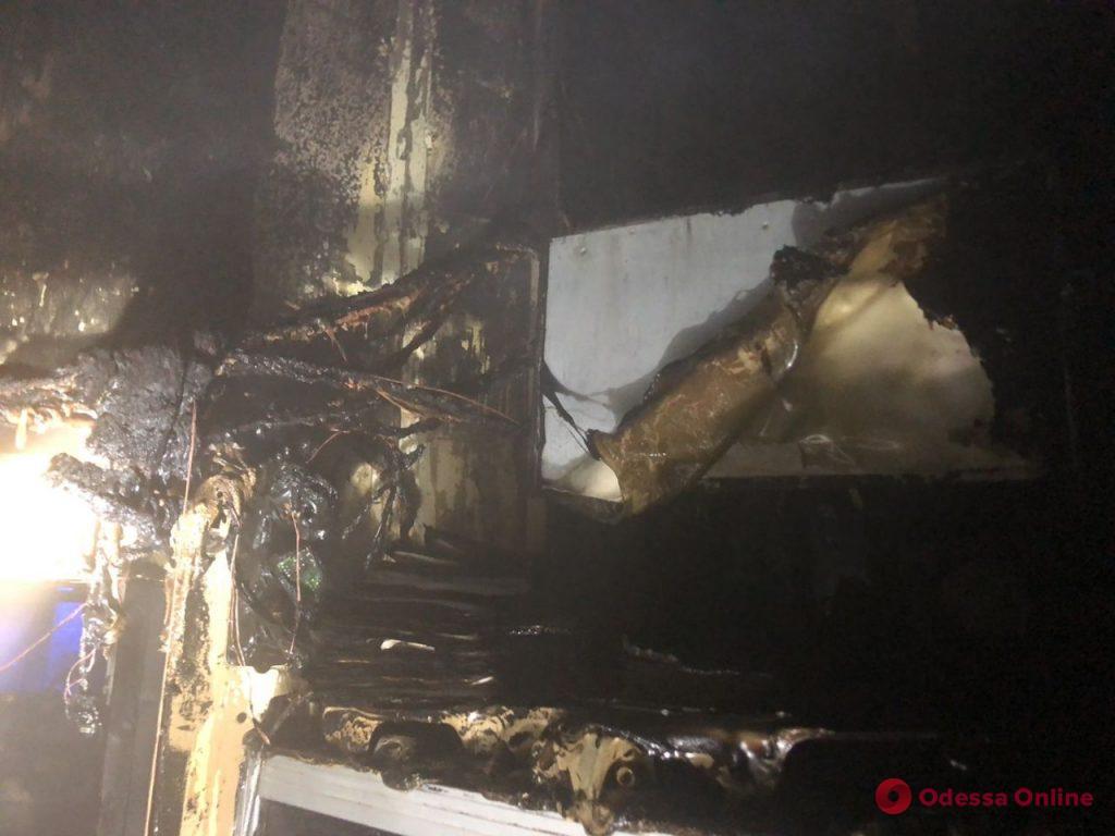 На Черемушках ранним утром сгорел торговый павильон