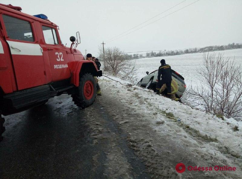 В Одесской области автомобиль слетел с дороги