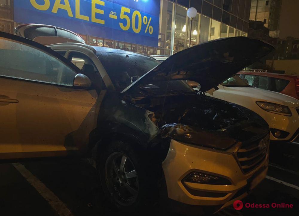 На Среднефонтанской загорелся автомобиль
