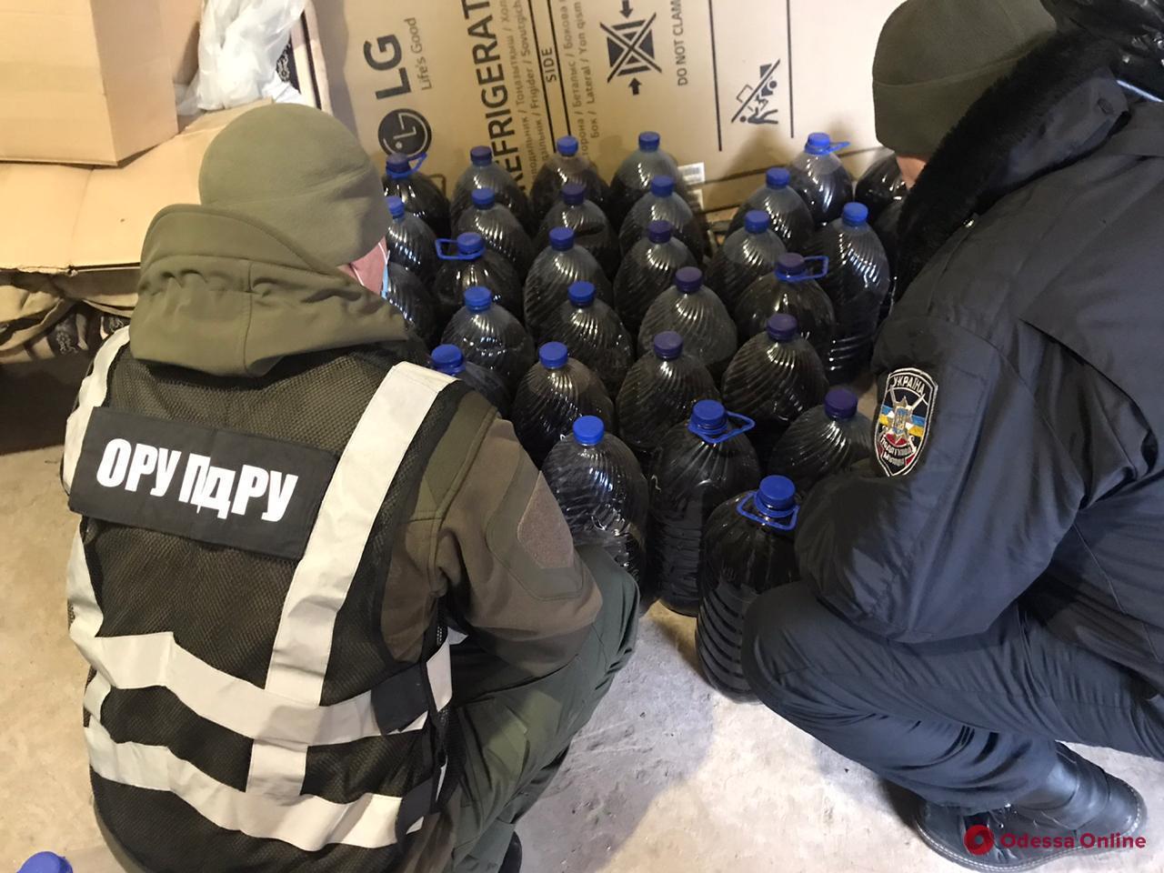 В Одесской области пограничники изъяли суррогатный алкоголь и табак на полмиллиона