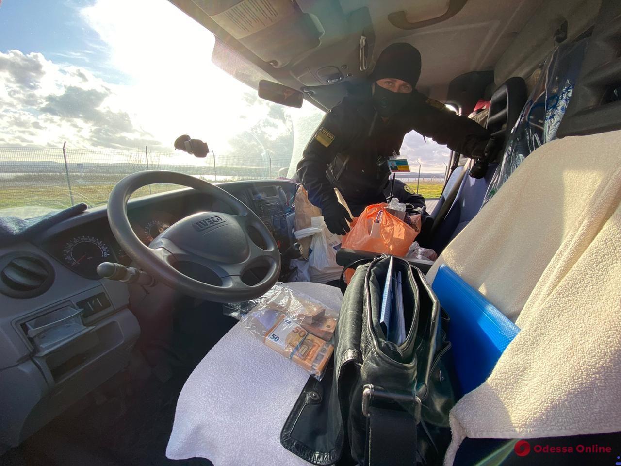 В Одесской области перед Новым годом пограничники конфисковали у украинца 33 тысячи евро