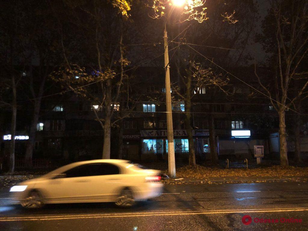 На Таирова устраняют последствия аварии на контактной сети для троллейбусов
