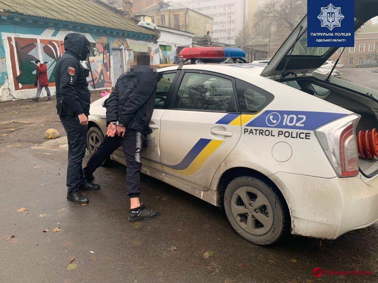 В центре Одессы закладчик «под кайфом» пытался сбежать от патрульных