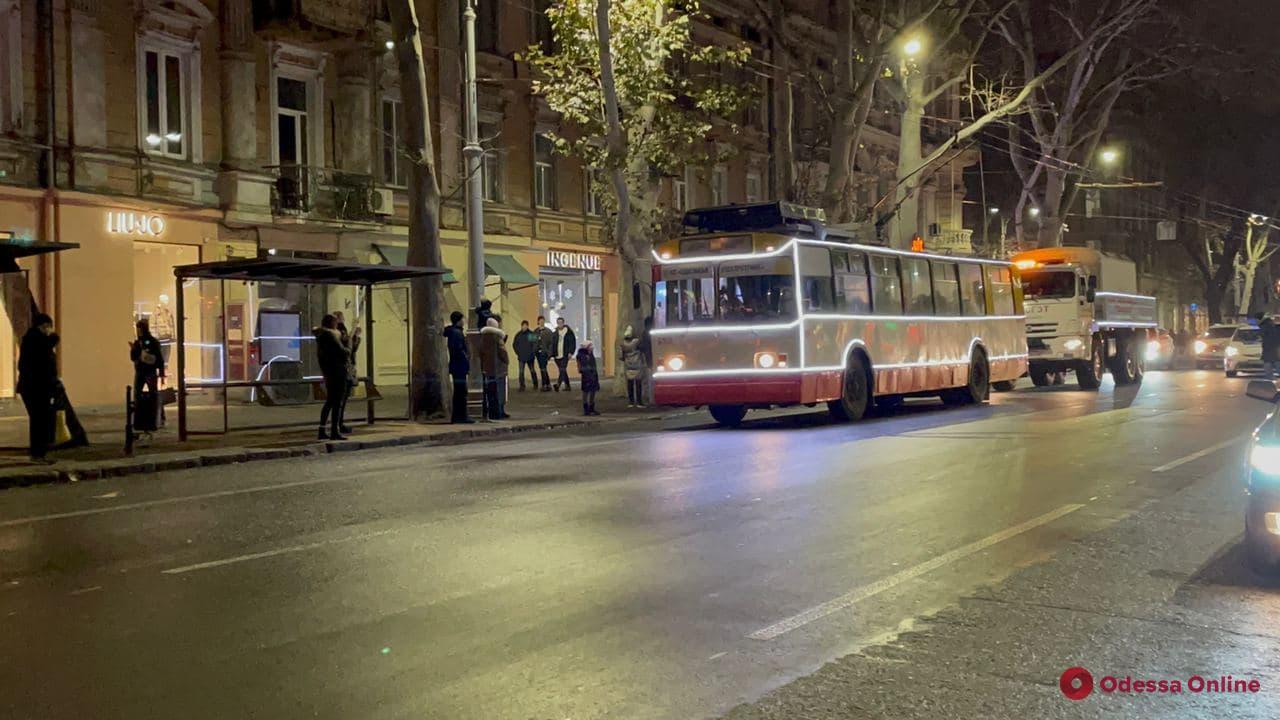 В Одессе прошел праздничный парад троллейбусов (фото, видео)