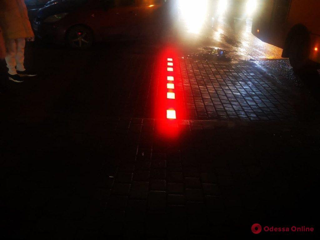 На Люстдорфской дороге установили третий в городе LED-светофор