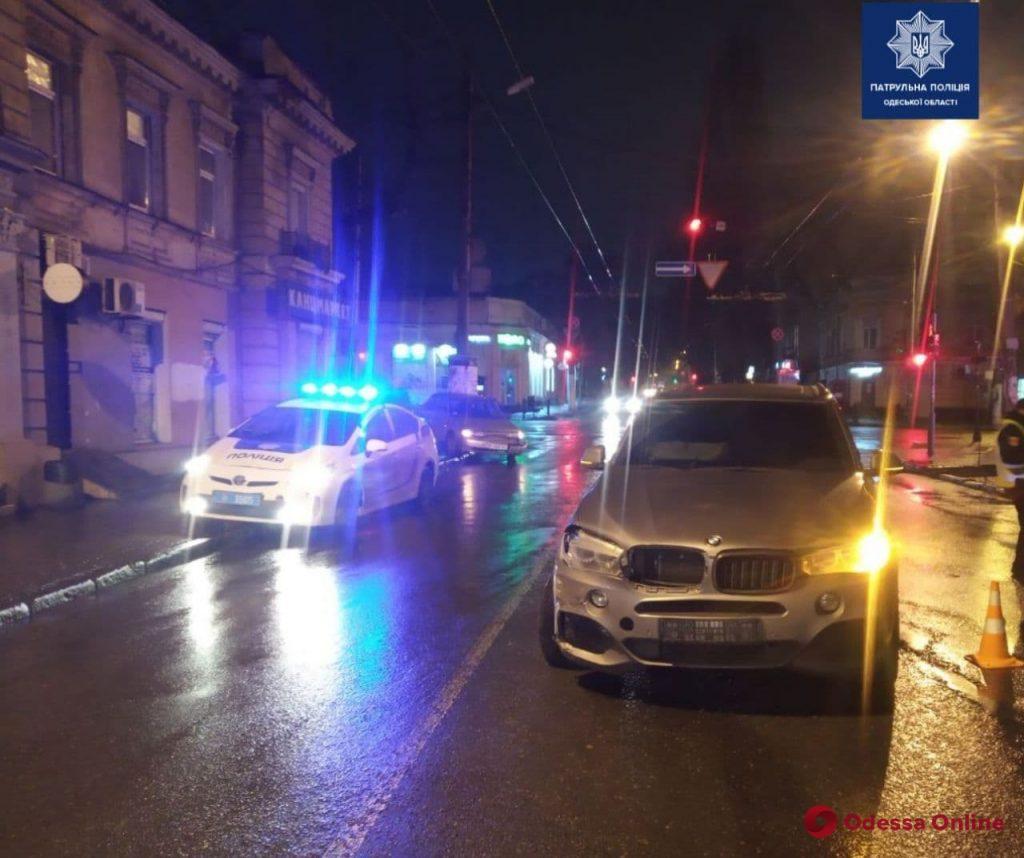 На Канатной столкнулись BMW и ВАЗ – оба водителя в больнице