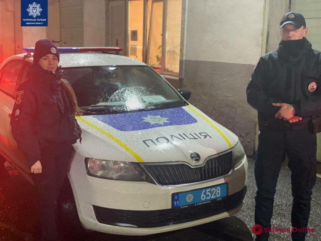 Одесские патрульные помогли довезти в больницу задыхавшегося мальчика