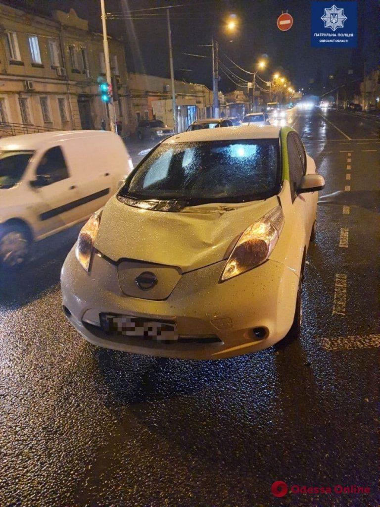 На Пересыпи электромобиль сбил женщину