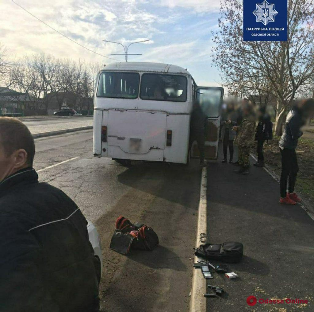 В Измаиле пьяный дебошир устроил в автобусе ссору и угрожал пистолетом