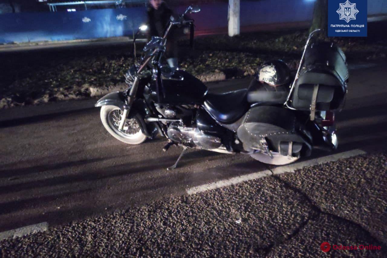 На поселке Котовского мотоциклист сбил пешехода — оба в больнице