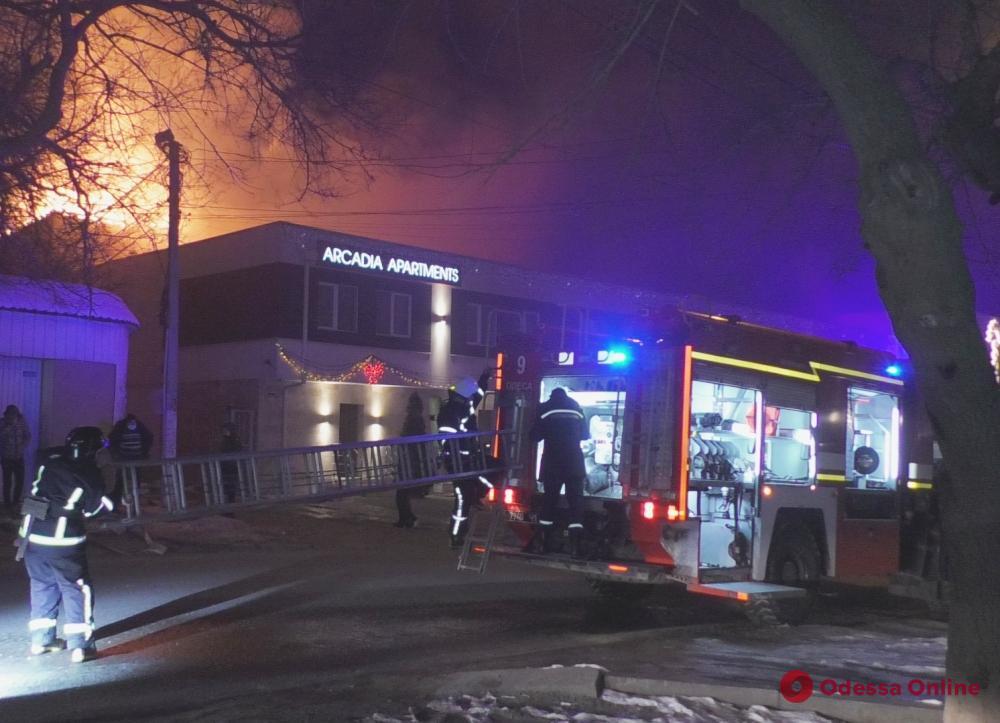 Пожар на Посмитного: 11 человек отселили в гостиницу (обновлено)