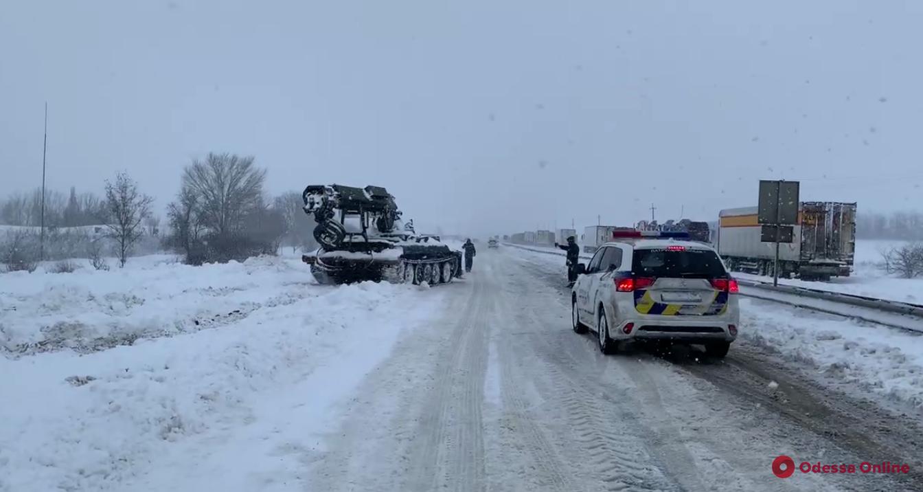В Одесской области автобус с пассажирами застрял в снежных заносах
