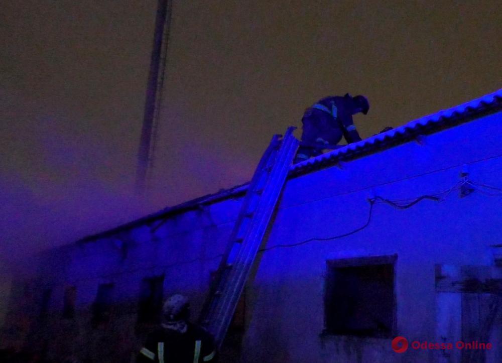 В районе Червоного хутора произошел пожар на заброшенной ферме