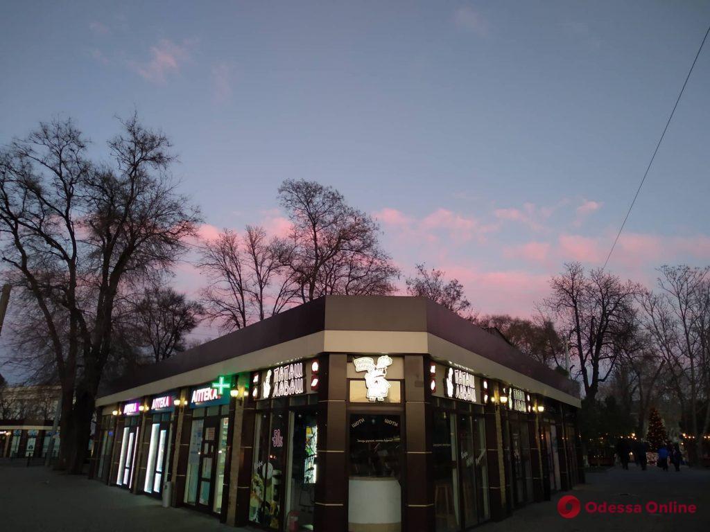 В первый день нового года одесситов порадовали «зефирные» облака (фото)