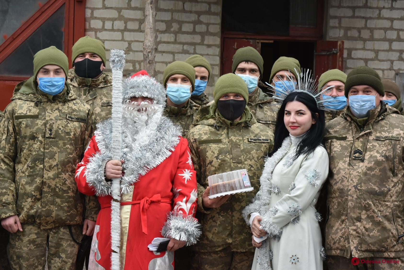 Бойцы Одесской мехбригады отметили Новый год в зоне ООС (фото)