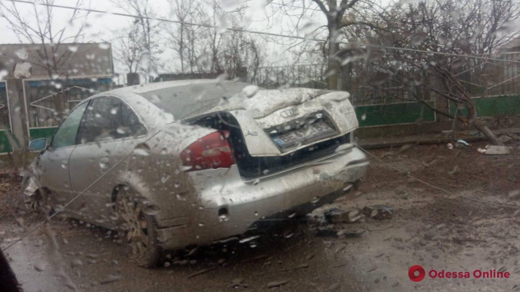 В Одесской области легковушка снесла электроопору