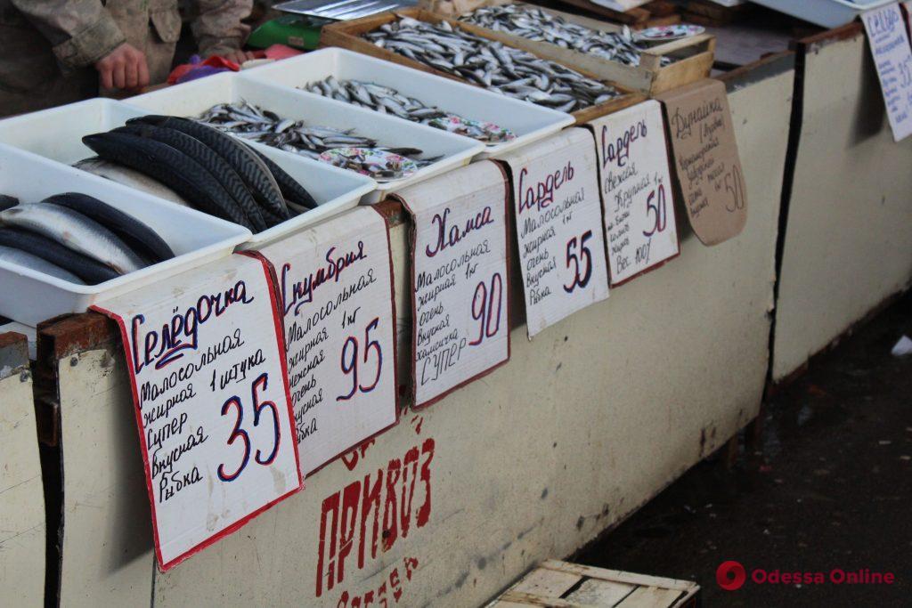 Кабачки, лук и карпы: воскресные цены на одесском «Привозе»