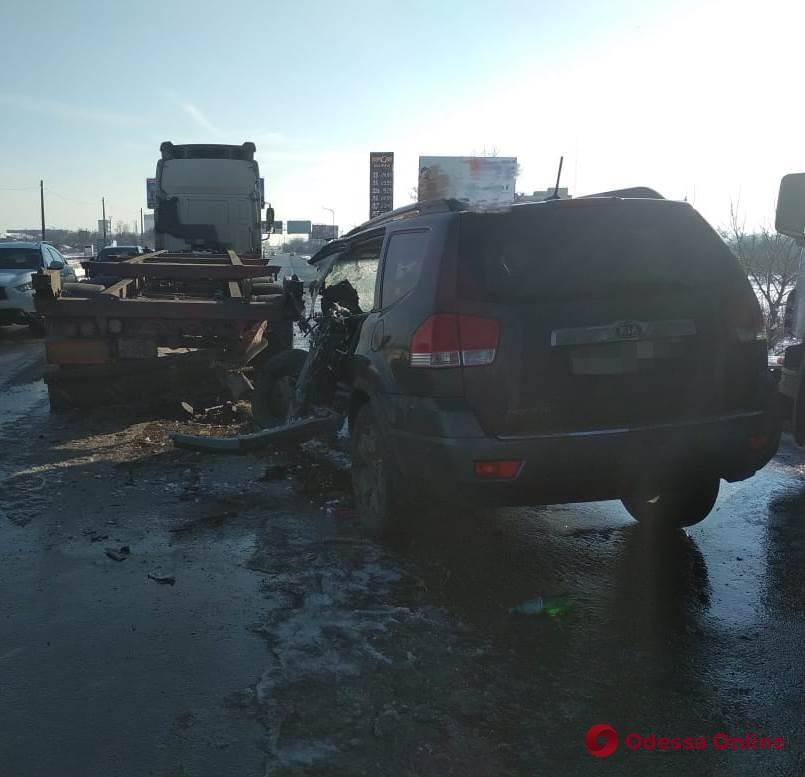 ДТП на трассе Одесса-Черноморск: водитель внедорожника скончался в больнице