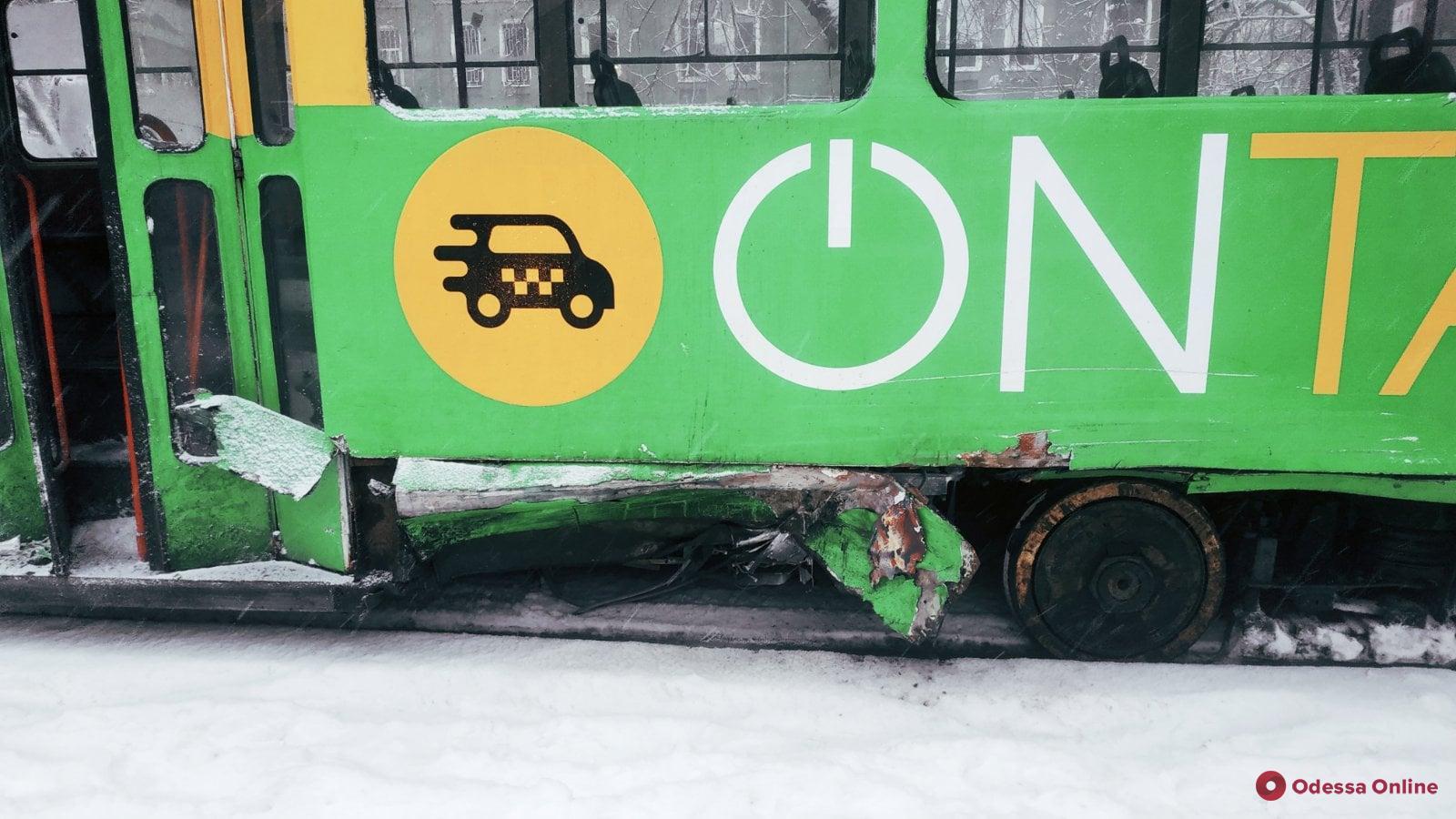 На Фонтане в результате ДТП загорелся трамвай (обновлено)