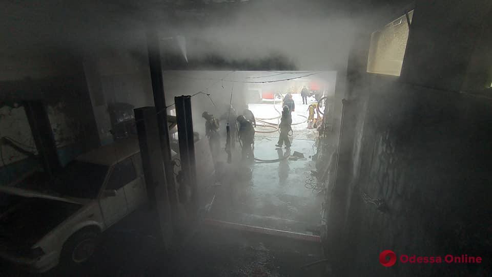 Под Одессой тушили пожар в частном доме