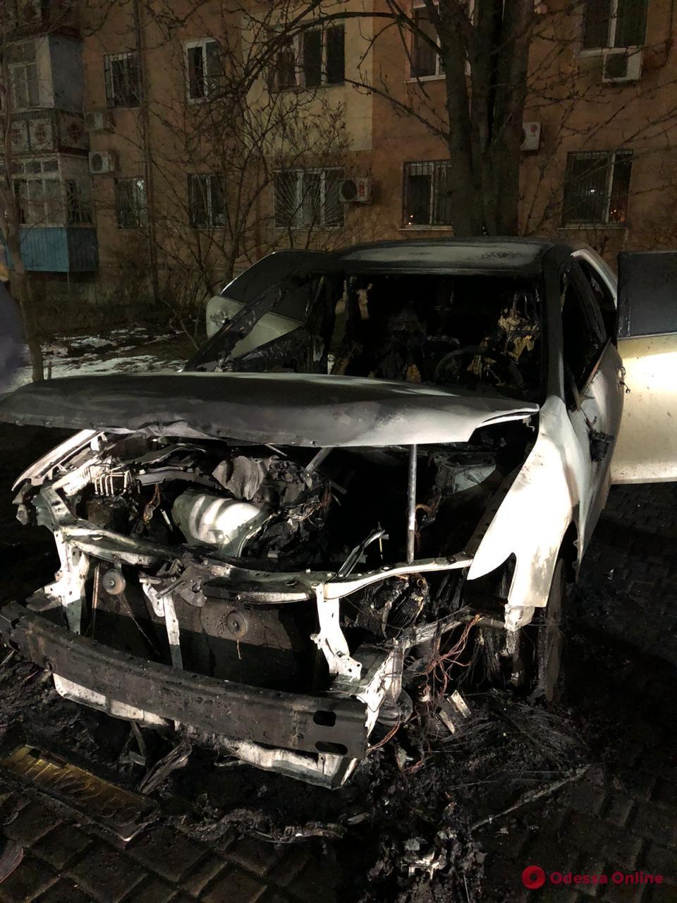 В Черноморске ночью подожгли автомобиль