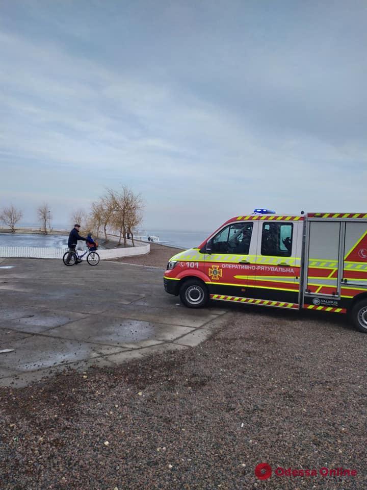 Гуляли по тонкому льду Днестровского лимана: в Одесской области дети «поставили на уши» спасателей